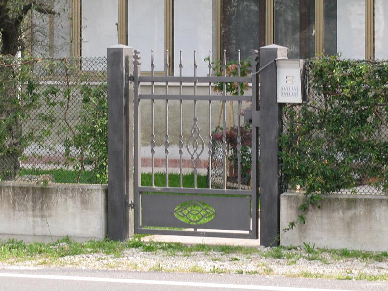 Cancelletto In Ferro Battuto : Realizzazione cancelli in ferro battuto carpenteria favaretto