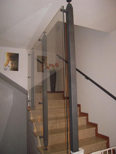 Realizzazione arredamento su misura in ferro carpenteria favaretto - Mobiletti in vetro ...