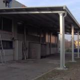 Tettoia in tubolare zincato e copertura in pannelli coibentati