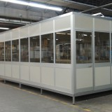 Ufficio soppalcato composto da serramenti in alluminio